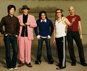 zleva: James Iha, Josh Freese, Jeordie White, br /Maynard James Keenan, Billy Howerdel